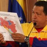 Presidente Chávez muestra mapa de Venezuela que expresa que la alianza PSUV ganó en 18 de los 24 estados del país con un total de 98 diputados que representan el 60% de la Asamblea Nacional.
